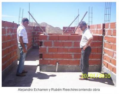 Avanzan las obras de viviendas y la construcción del muelle de pescadores