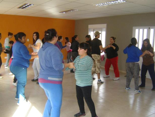 Se dictan diversos talleres culturales gratuitos en todo el Distrito