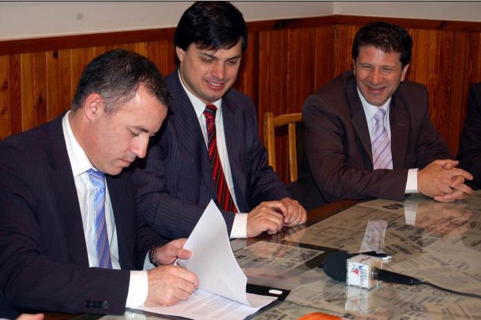Garcés firmó convenios con el ministerio de Trabajo para regularizar el empleo