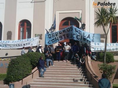 Obreros de la construcción 'tomaron' el municipio de Patagones