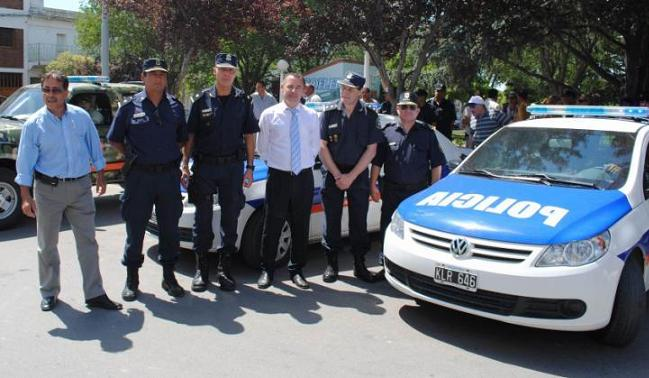 Garcés encabezó la entrega de tres móviles policiales y de la unidad táctica para el Partido de Patagones