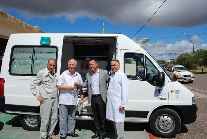 Garcés entregó una ambulancia y un equipo de Rayos para el hospital de Stroeder