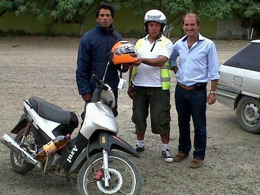 Se entregaron más de 130 cascos para la seguridad vial