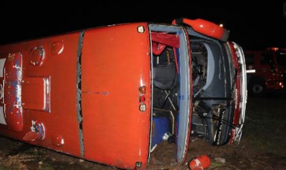 Murieron dos personas en un vuelco en la ruta 33