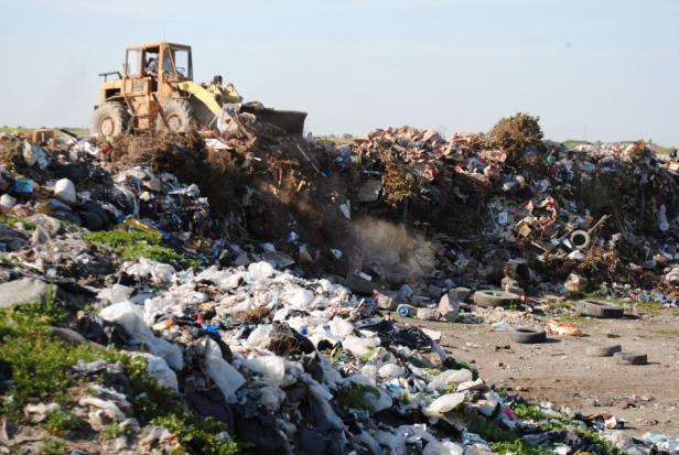 Prohiben el ingreso de personas que realizan reciclado al basurero municipal