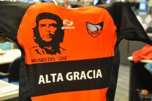 Hasta la victoria siempre: el Che Guevara llegó a una camiseta de rugby
