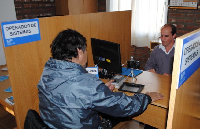 Garcés inauguró las nuevas oficinas del Centro de Emisión de Licencias de Conducir