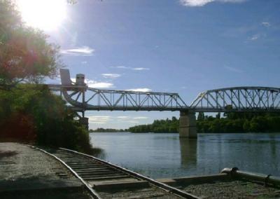 Encontraron restos óseos en inmediaciones del puente Ferrocarretero