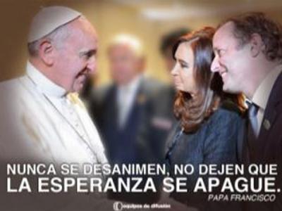 Para reducir la brecha, empapelan la Provincia con el afiche de Insaurralde y el Papa