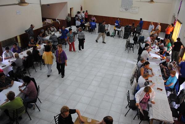 Encuentro de adultos mayores en el Club Deportivo Patagones