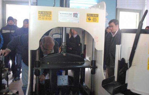 Cooperativas de trabajo comenzarán con la fabricación de adoquines y baldosas en Patagones