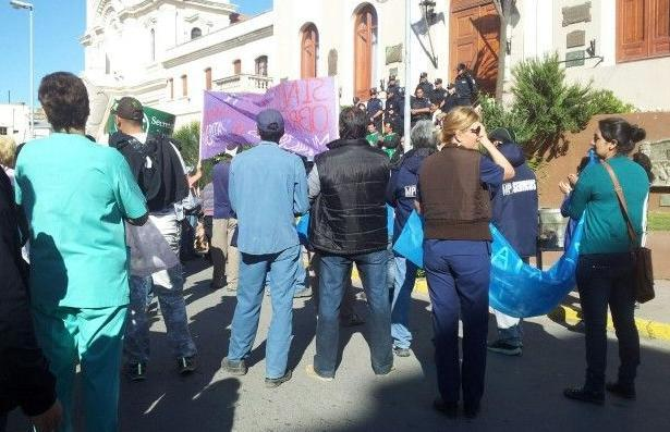 Numerosa protesta de municipales en Patagones: decidieron un nuevo paro por 72 horas